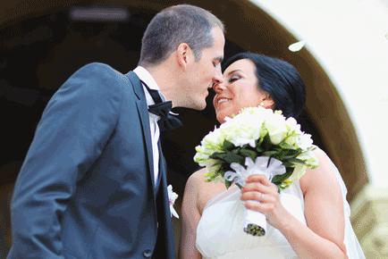 bruidspaar_bruidsboeket_trouwambtenaar