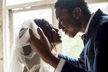 Schelen jullie niet veel in leeftijd? Dat is goed voor jullie huwelijk!