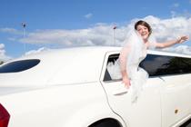 Witte limo huren op bruiloft