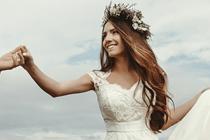 Wie helpt bij het aantrekken van je trouwjurk?