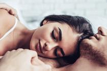 Wat gelukkige stellen doen voor slapengaan