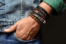 Stoere armbanden voor de bruidegom