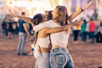 Vrijgezellenfeest vieren op festival